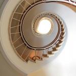 Escalera del edificio del Centro Médico Virgen del Valle